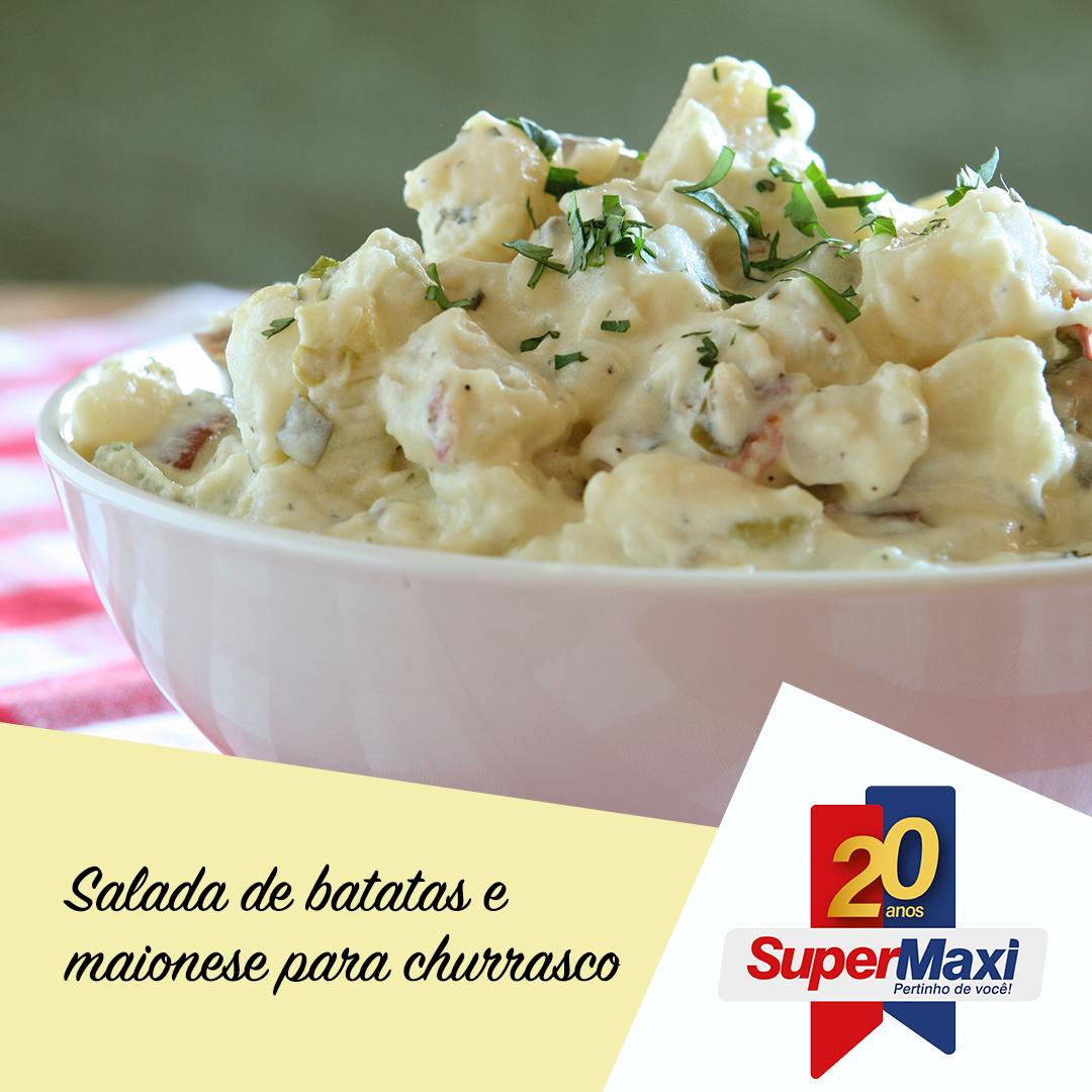 Salada de batata e maionese para churrasco