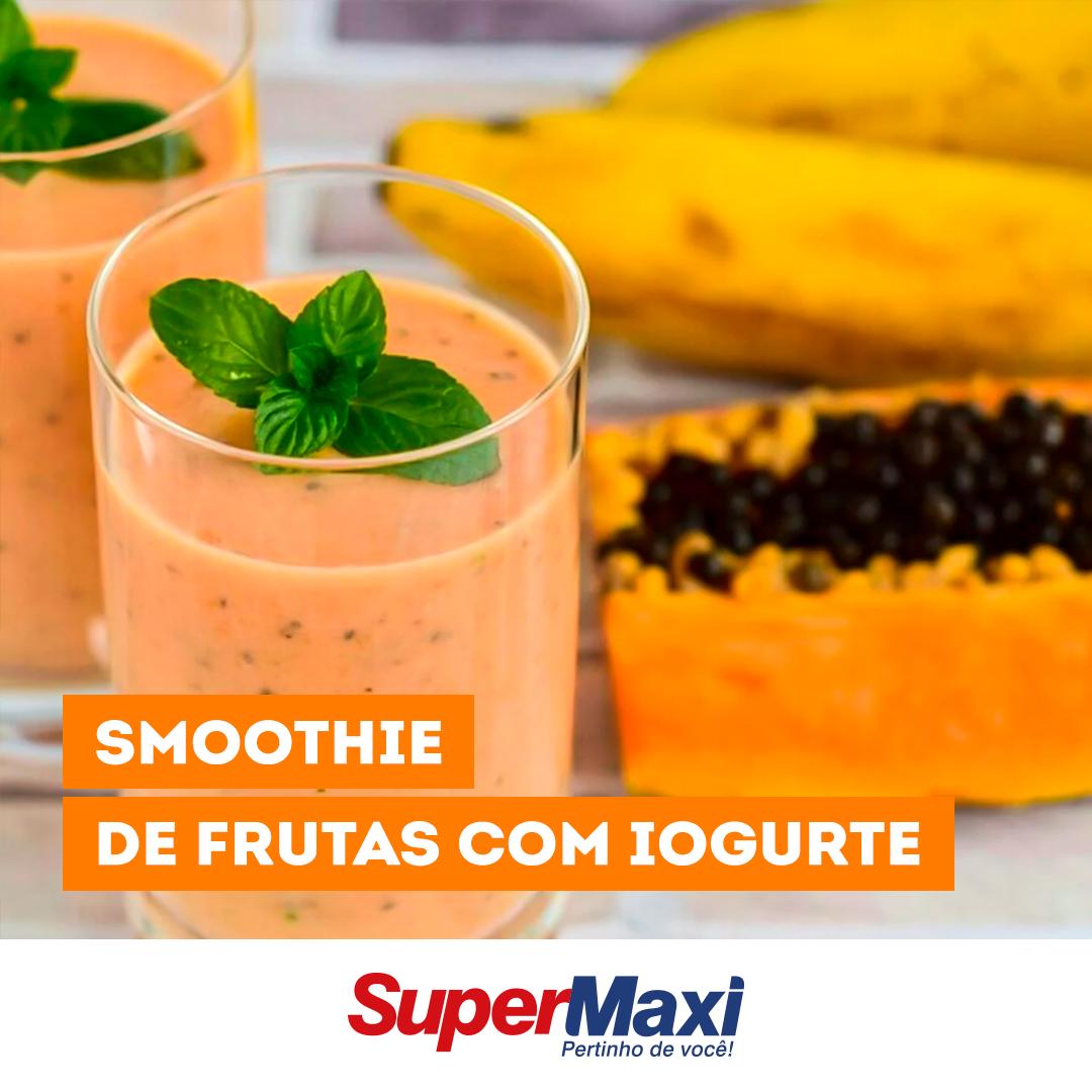 Smoothie de frutas com iogurte